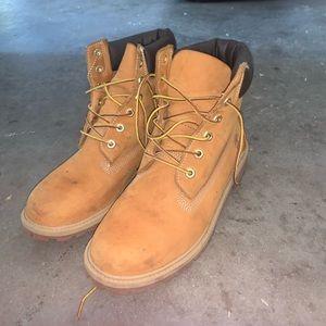 Men's 7/ women's 8.5  timberland boots